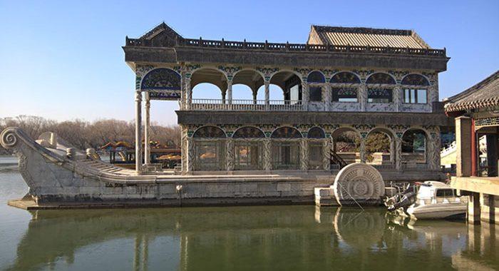 Tour cina giardino for Decorazione giardini stile 700
